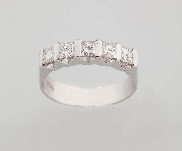 White gold ring K18 with diamonds, princess cut