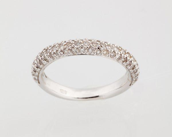 Whitegold ring with brilliant cut diamonds