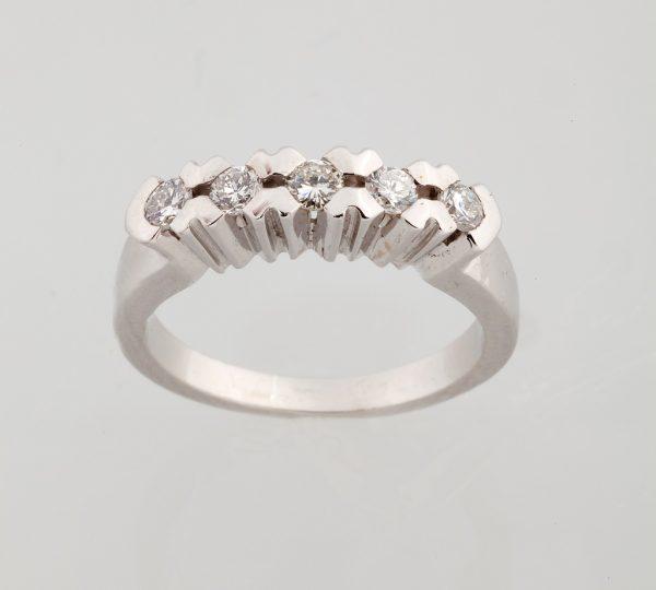White gold ring with diamonds, brilliant cut