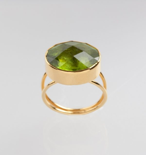 Hand-made gold ring K18 with peridot