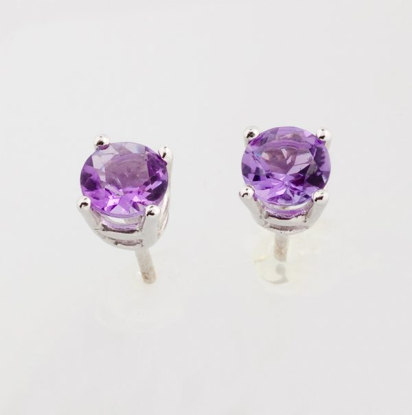 White gold earrings with amethyst