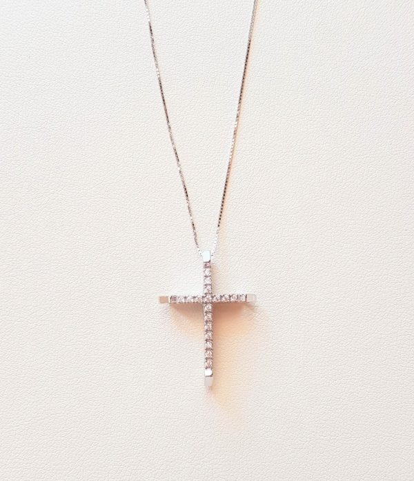 White gold cross with qubic zirconia